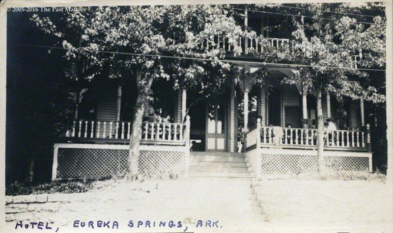 An unidentified hotel in Eureka Springs, Arkansas, circa 1915